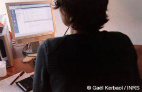 Travail sur écran d'ordinateur