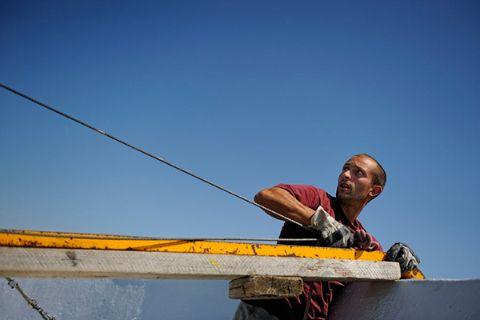Travailleur sur un chantier de BTP en étéTravailleur sur un chantier de BTP  en été 9ef892598e3d