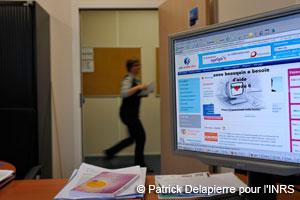 Alerte sur écran signalant un cas de violence au travail