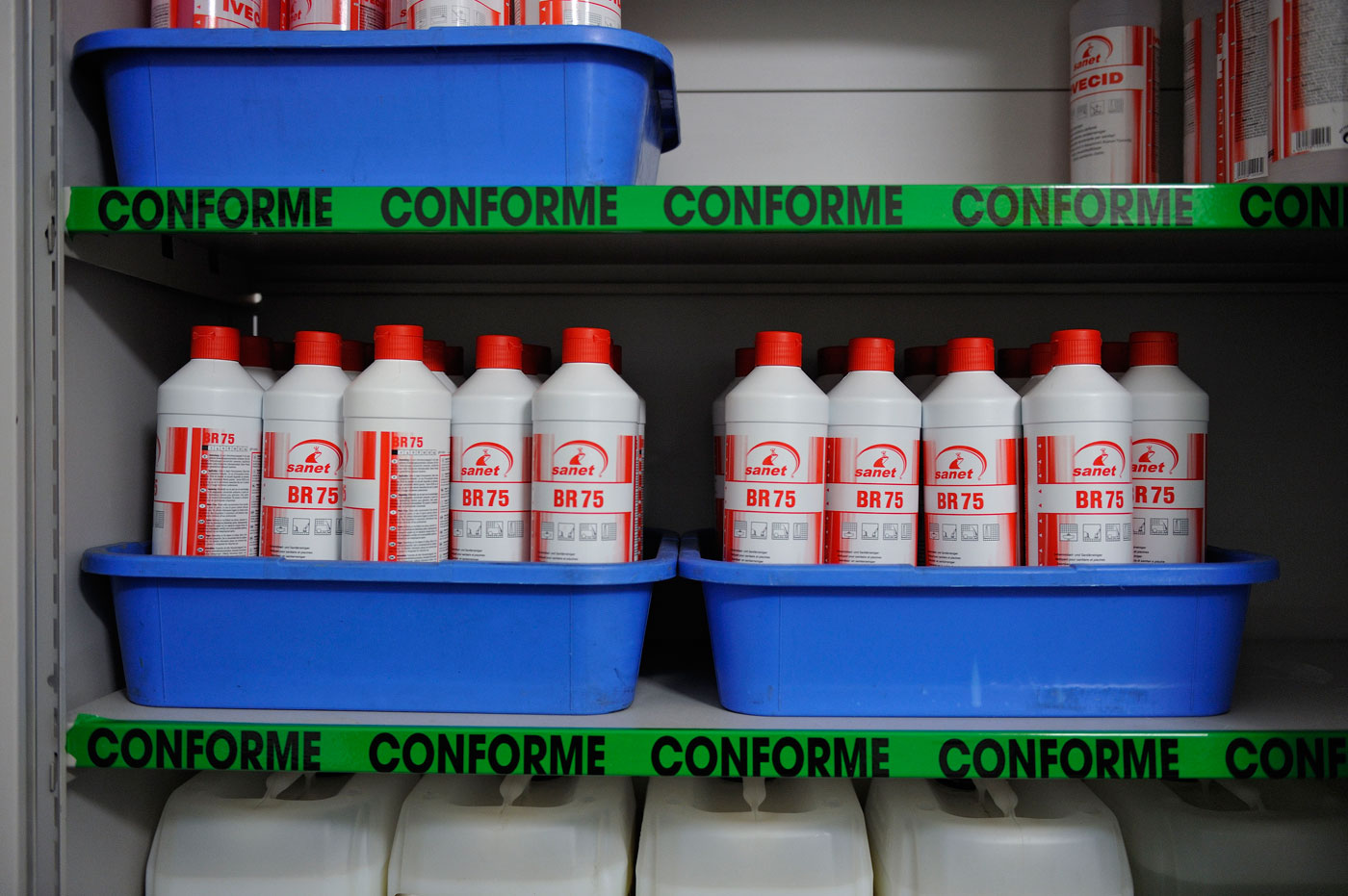 Rangement Des Produits D Entretien risques chimiques. stockage des produits chimiques - risques