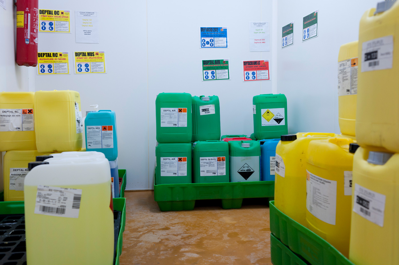 risques chimiques stockage des produits chimiques risques inrs. Black Bedroom Furniture Sets. Home Design Ideas