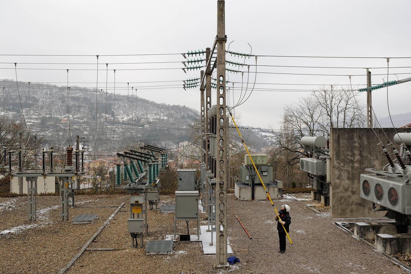 Combien De Metre De Fils Electrique Pour Une Maison risques électriques. accidents d'origine électrique