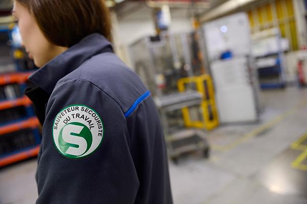 salari u00e9 sauveteur secouriste du travail  sst  - services aux entreprises